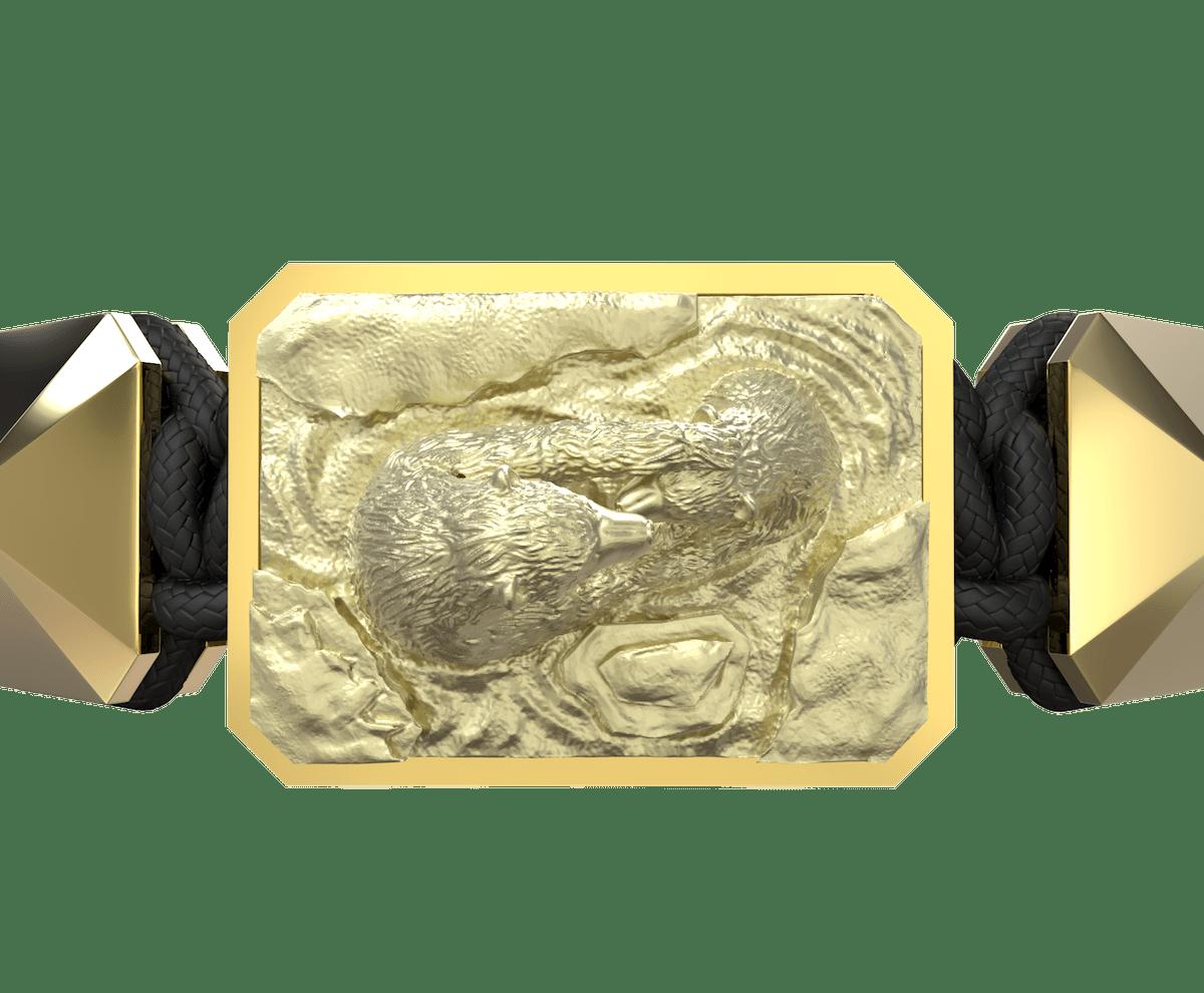 Pulsera Proud Of You con cerámica y escultura acabadas en Oro Amarillo de 18k. Hilo negro.