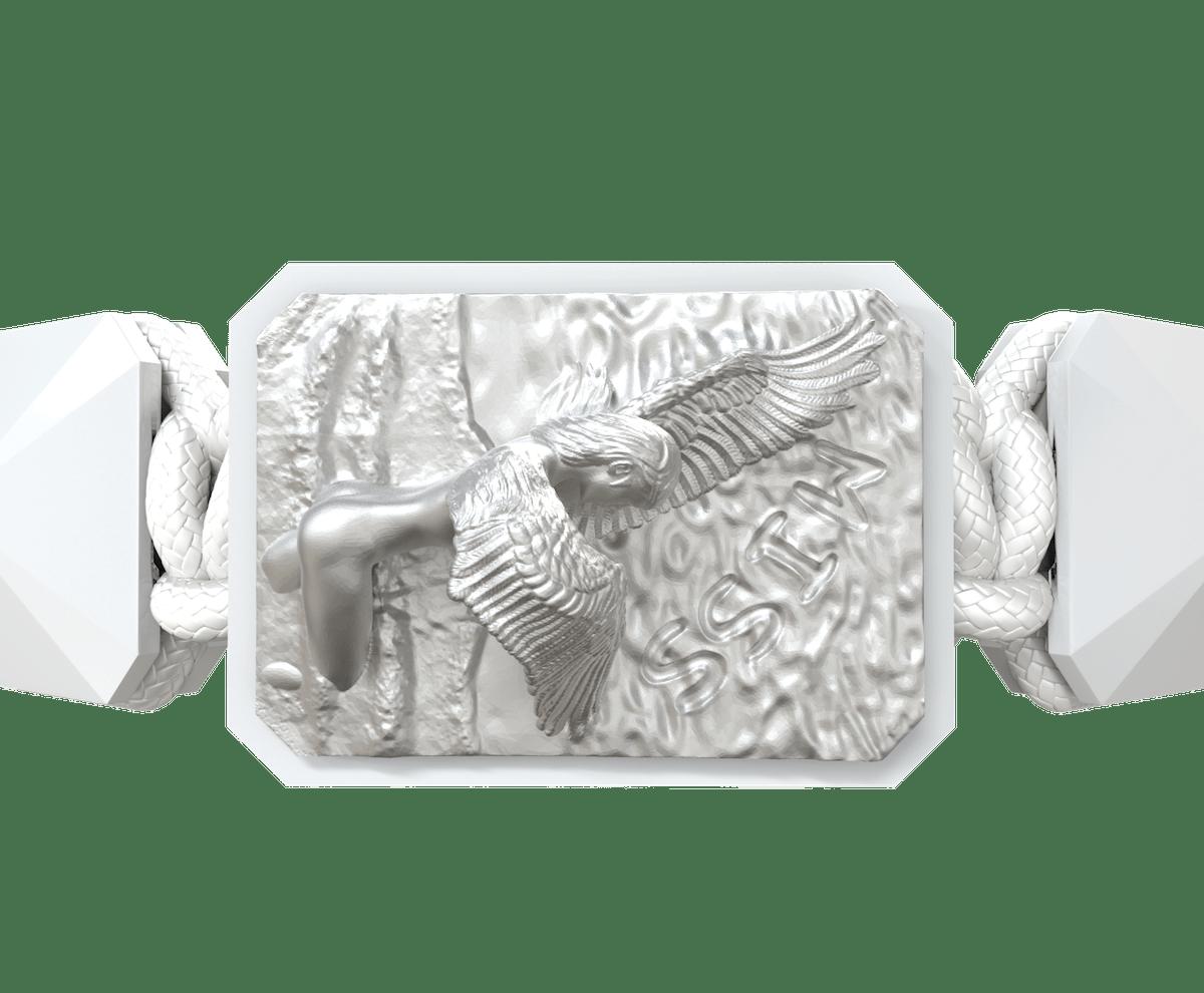 Pulsera Miss You con cerámica blanca y escultura acabada en efecto Platino. Hilo blanco.