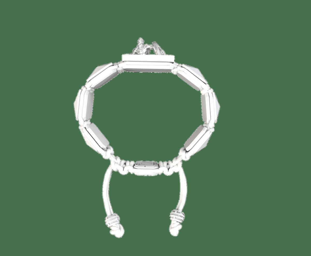 Pulsera I Will Fight till the End con cerámica blanca y escultura acabada en efecto Platino. Hilo blanco.