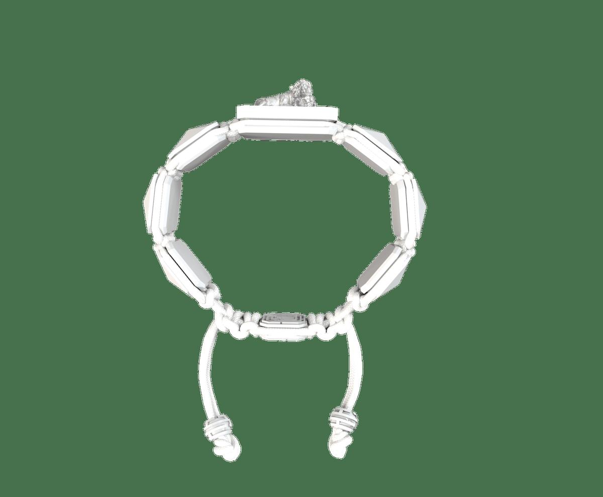 Pulsera My Family First con cerámica blanca y escultura acabada en efecto Platino. Hilo blanco.