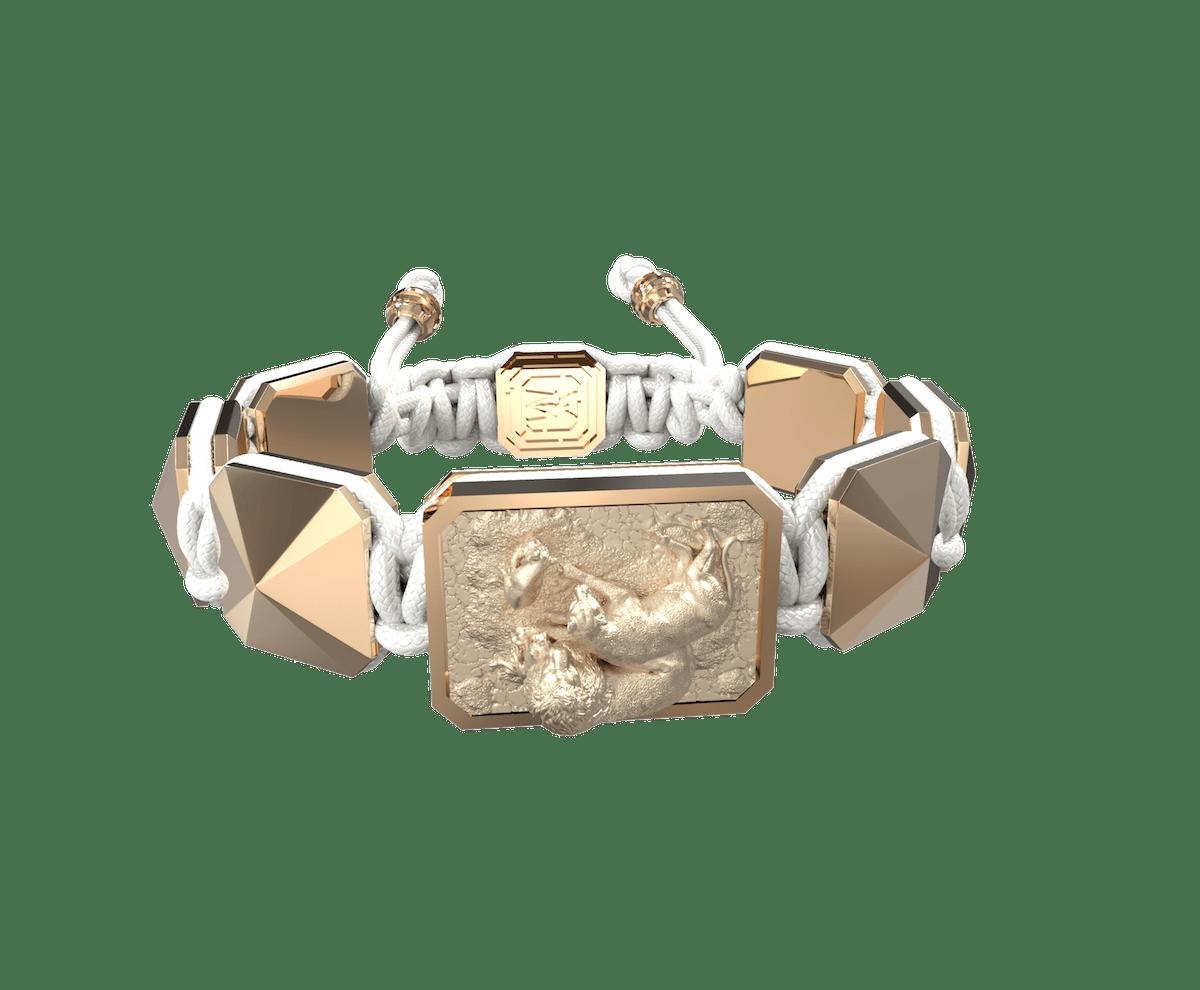 Pulsera My Family First con cerámica y escultura acabadas en Oro Rosa de 18k. Hilo blanco.