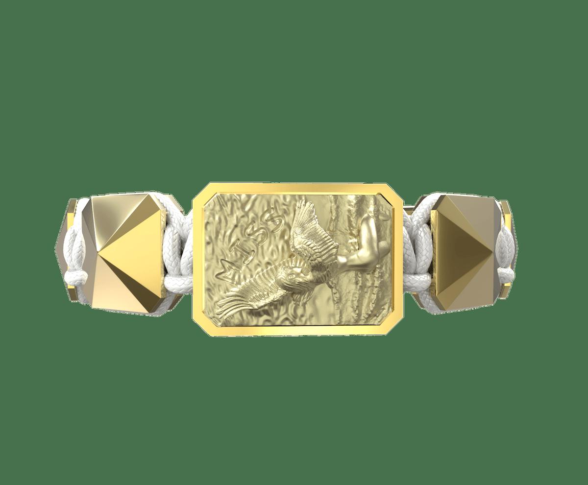 Pulsera Miss You con cerámica y escultura acabadas en Oro Amarillo de 18k. Hilo blanco.