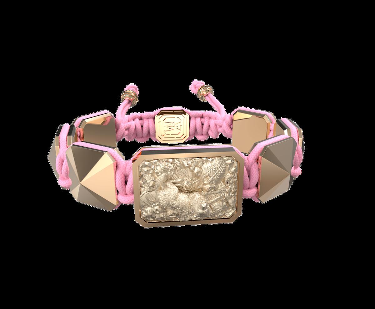 Pulsera Selfmade con cerámica y escultura acabadas en Oro Rosa de 18k. Hilo rosa.