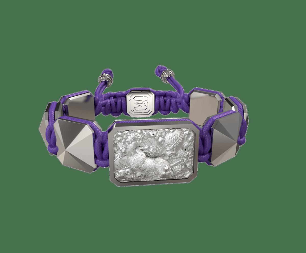 Pulsera Selfmade  con cerámica y escultura acabadas en efecto Platino. Hilo violeta.