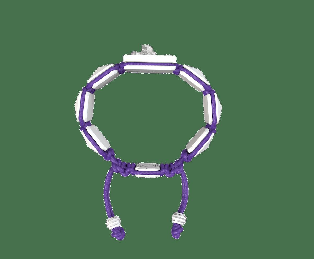 Pulsera Miss You con cerámica blanca y escultura acabada en efecto Platino. Hilo violeta.