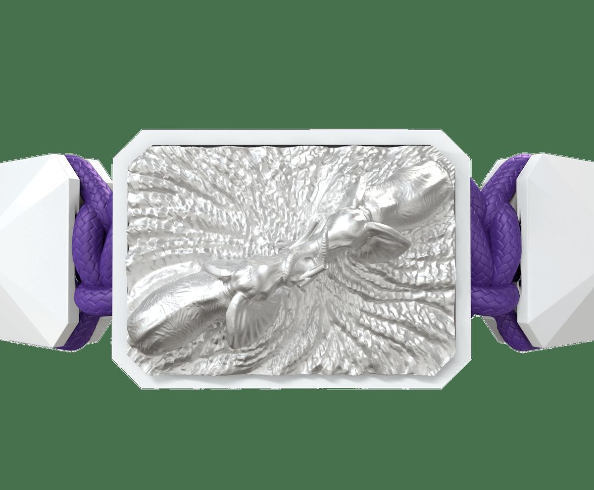 Pulsera Forever In My Heart con cerámica blanca y escultura acabada en efecto Platino. Hilo violeta.