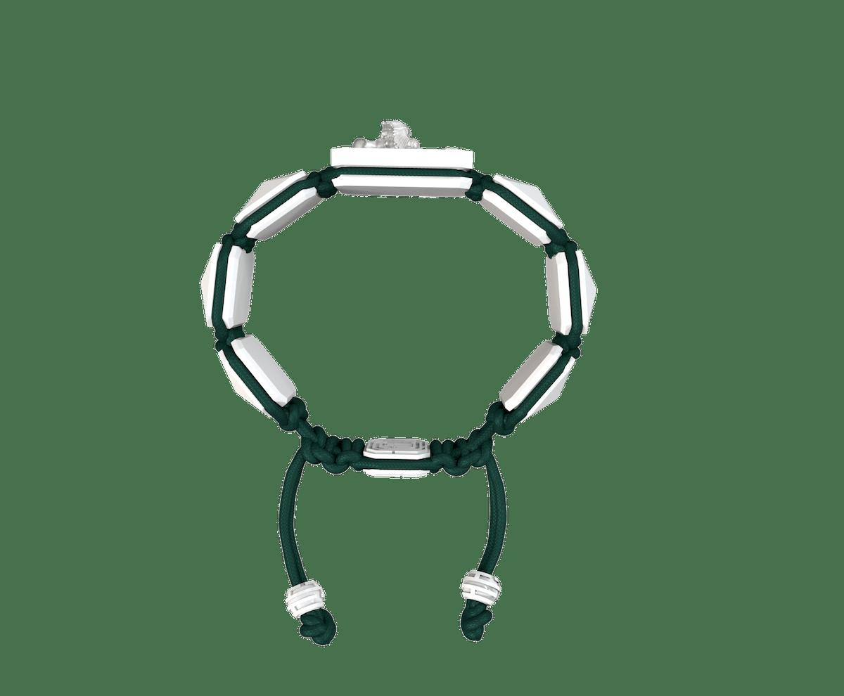 Pulsera Miss You con cerámica blanca y escultura acabada en efecto Platino. Hilo verde oscuro.