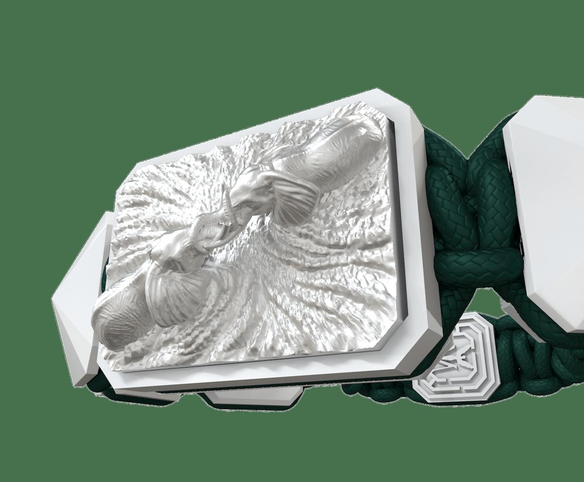 Pulsera Forever In My Heart con cerámica blanca y escultura acabada en efecto Platino. Hilo verde oscuro