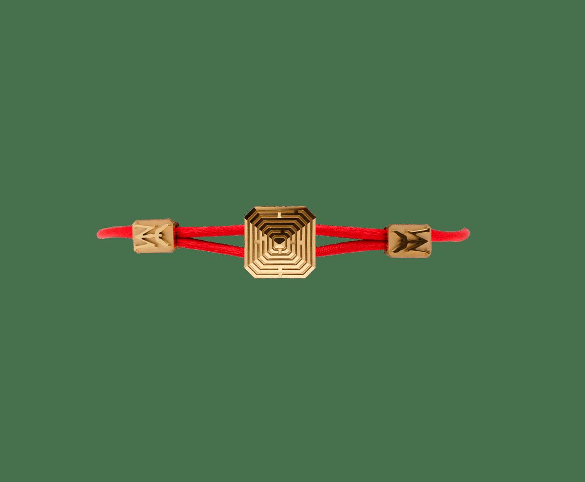 Pulsera Maze Pyramid acabada en Oro Amarillo. Tallada en cerámica. Hilo rojo.