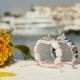 Pulsera My Family First con cerámica blanca y escultura acabada en efecto Platino. Hilo rosa.