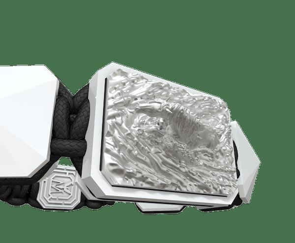 Comprar Pulsera I´m Different con cerámica blanca y escultura acabada en efecto Platino. Hilo blanco.