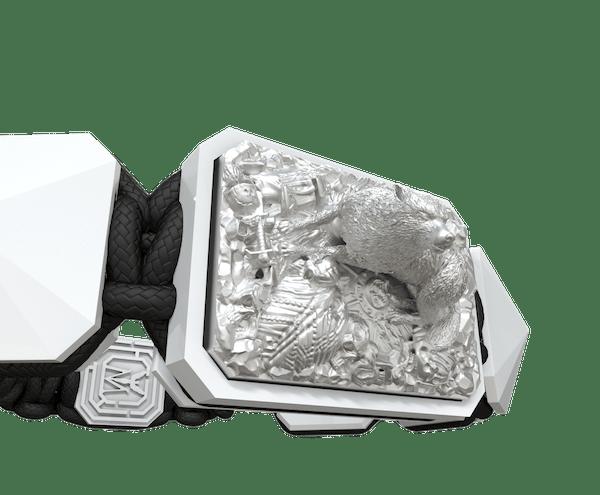 Comprar Pulsera Selfmade con cerámica blanca y escultura acabada en efecto Platino. Hilo negro.