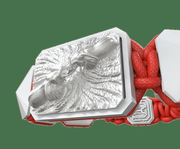 Comprar Pulsera Forever In My Heart con cerámica blanca y escultura acabada en efecto Platino. Hilo rojo.