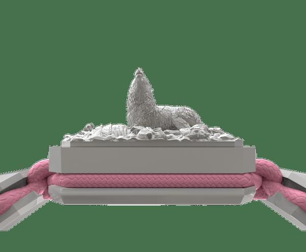 Comprar Pulsera Selfmade con cerámica blanca y escultura acabada en efecto Platino. Hilo rosa.