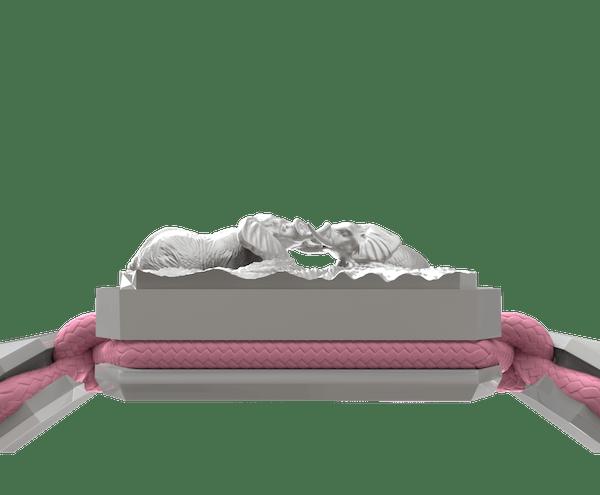 Comprar Pulsera Forever In My Heart con cerámica blanca y escultura acabada en efecto Platino. Hilo rosa.