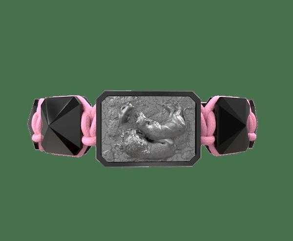 Comprar Pulsera My Family First con cerámica negra y escultura acabada en color antracita. Hilo rosa.