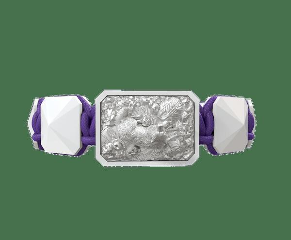 Comprar Pulsera Selfmade con cerámica blanca y escultura acabada en efecto Platino. Hilo violeta.