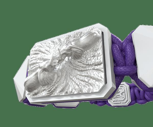 Comprar Pulsera Forever In My Heart con cerámica blanca y escultura acabada en efecto Platino. Hilo violeta.