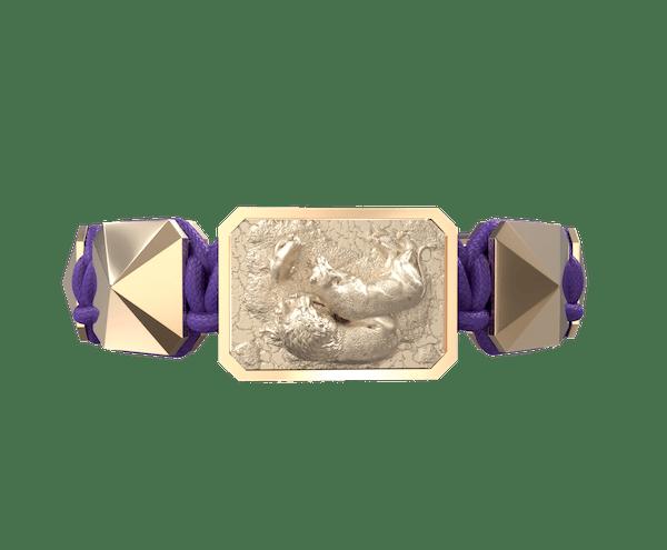 Comprar Pulsera My Family First con cerámica y escultura acabadas en Oro Rosa de 18k. Hilo violeta.