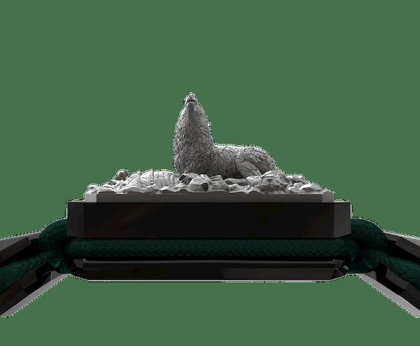 Comprar Pulsera Selfmade con cerámica negra y escultura acabada en color antracita. Hilo verde oscuro.