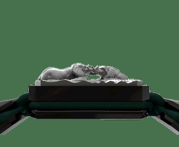 Comprar Pulsera Forever In My Heart con cerámica negra y escultura acabada en color antracita. Hilo verde oscuro.